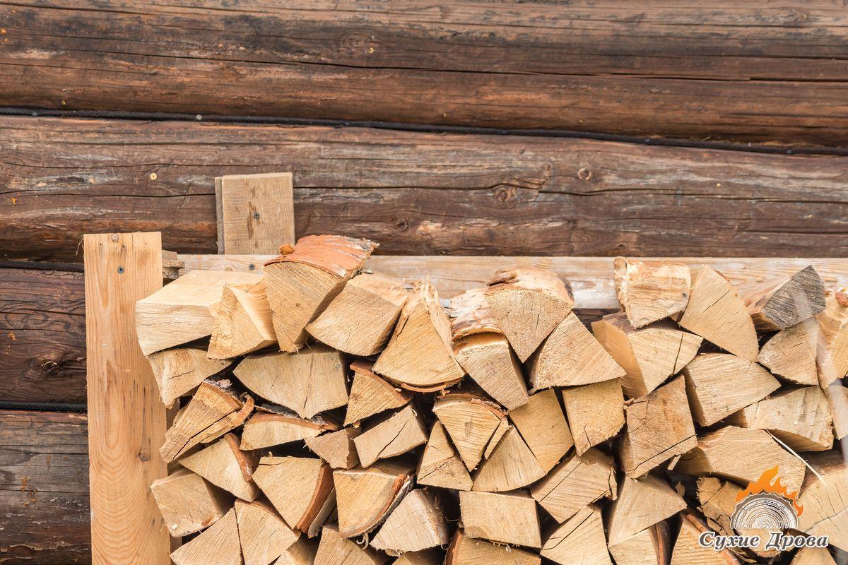 Как правильно хранить дрова