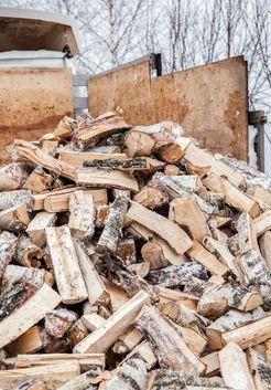 доставка колотых березовых дров зимой